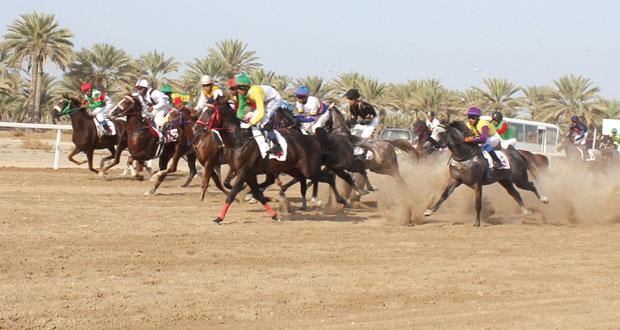 نظمه نادي سباق الخيل السلطاني..منافسة قوية يشهدها سباق الخيل الأول على مضمار الرحبة ببركاء