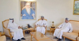 سعد المرضوف يتسلم دعوة لحضور حفل افتتاح خليجي 22