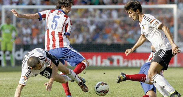 في الدوري الأسباني .. فالنسيا يؤكد جديته في المنافسة بإلحاقه الهزيمة الأولى بأتلتيكو وانتصار جديد لبرشلونة