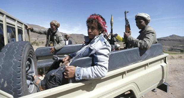 اليمن: القاعدة تسيطر على طرق رئيسية والحوثيون يوقفون العمل في مكتب بـ(الداخلية)