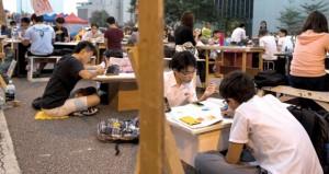 هونج كونج: هدوء حذر حول الاعتصامات والمحتجون يرفضون اتهامات الخيانة