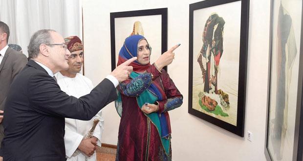 """فخرية اليحيائية تنقل الفن المفاهيمي من خصوصيته العامة إلى تجربة ثرية خاصة في معرضها """" أنتِ وأنا : عُمانيات"""""""