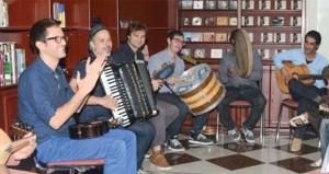 """""""هواة العود"""" تستضيف فرقة """"موتوتو """" الأميركية في عزف انفرادي ومشترك مع أعضاء الجمعية"""