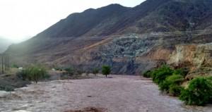 هطول أمطار غزيرة على عدد من قرى وﻻية الرستاق