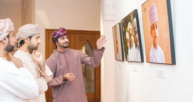 """افتتاح معرض """"حديث العيون"""" للمصور عزان المعمري بمتحف بيت الزبير"""
