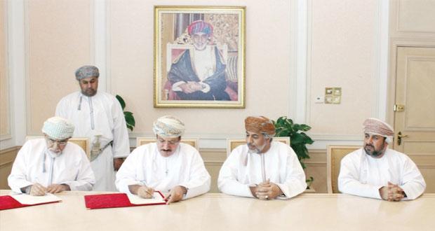 الشبيبي يوقع (6) اتفاقيات لبناء وحدات سكنية للمواطنين المتأثرة أملاكهم بأنشطة ميناء صحار الصناعي بلوى