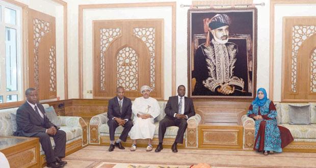المرضوف وعائشة السيابية يستقبلان وزير الرياضة والثقافة الكيني