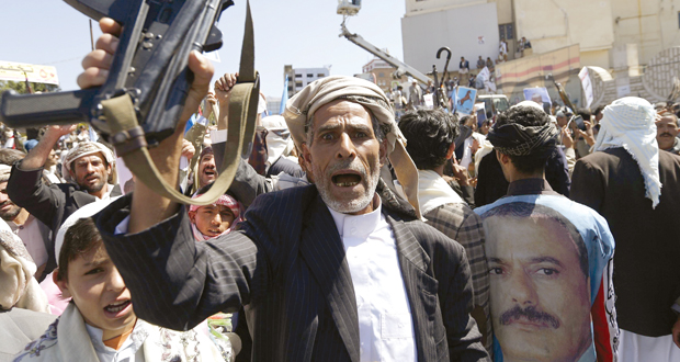 اليمن: تظاهرة دعم لصالح .. و(القاعدة)  تتهم الحوثيين بالتعاون مع إيران وأميركا