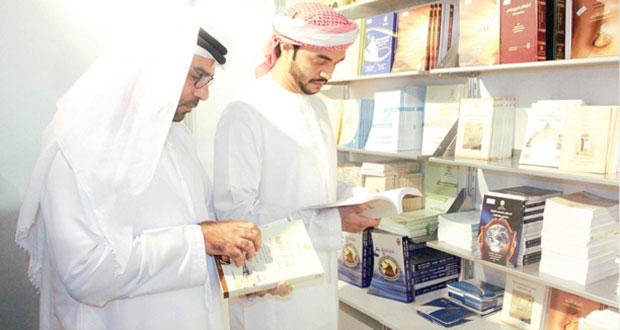 جامعة السلطان قابوس تعرف بجهود النشر العلمي في معرض الشارقة الدولي للكتاب