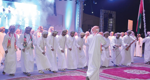مهرجان فرق الفنون الشعبية يختتم دورته الثالثة بصحار وسط حضور جماهيري كبير