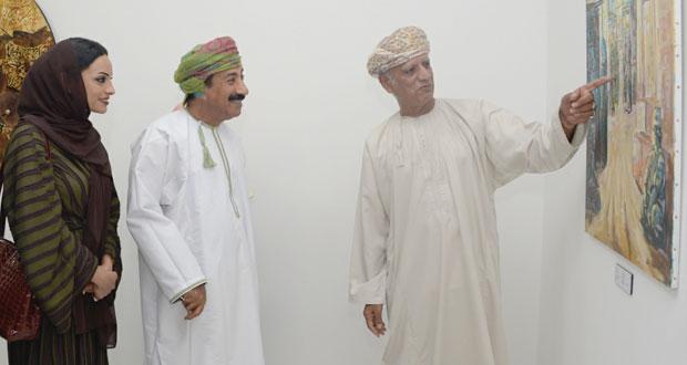 """افتتاح معرض """"ضيوف شرف"""" لتسعة من التشكيليين العمانيين في جاليري سارة"""