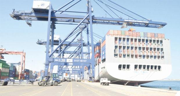 الفطيسي: تقدم ملحوظ في أداء محطة الحاويات بميناء صحار وتجاوز معظم الصعوبات