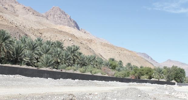 حائط حماية للأراضي الزراعية ببلدتي سيفم والغافات ببهلاء