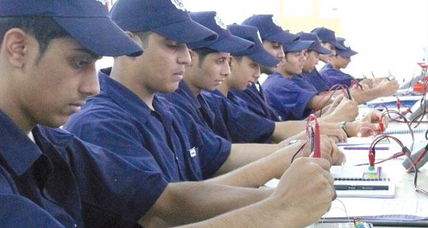 """""""الوطن الاقتصادي"""" يطرح أسباب عدم مواءمة التعليم مع سوق العمل"""