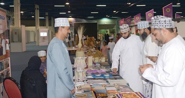 المهرجان الحرفي الأول يختتم فعالياته والحرفيين ووسط اشادة الجميع الزوار