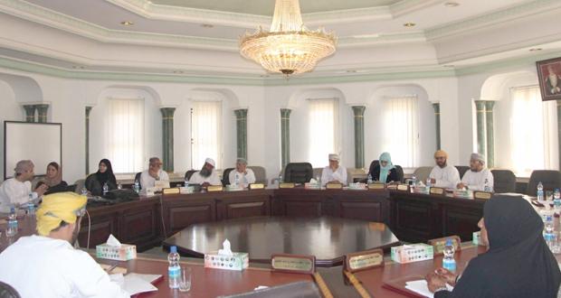 المجلس البلدي بمسقط يستعرض مسميات الأحياء السكنية لبوشر والسيب ومسميات لشوارع العامرات