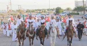 تواصل مسيرات الولاء والعرفان فرحا بالكلمة السامية لجلالة السلطان