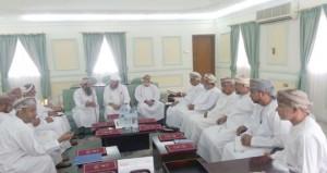 اجتماع للجنة شؤون البلدية بنـزوى