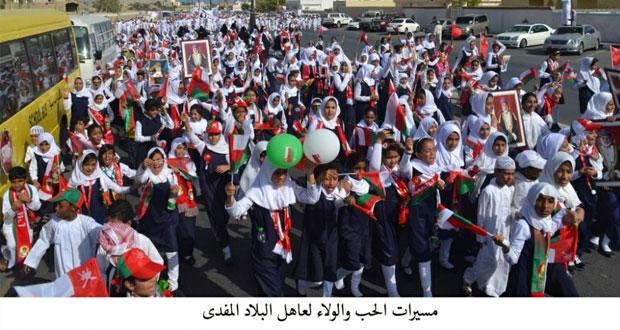 مسيرات الولاء والعرفان للقائد الملهم وباني نهضة عمان الحديثة تتواصل بعدد من المحافظات والولايات بالسلطنة