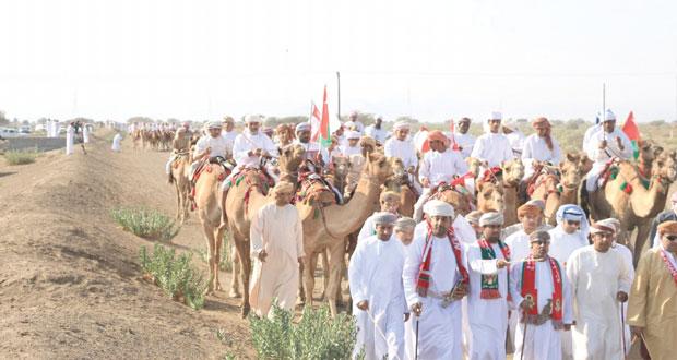 ولايات السلطنة تواصل افراحها بمسيرات واحتفالات شعبية