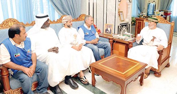 محافظ ظفار يستقبل وفد سفينة رحلة الأمل الكويتية