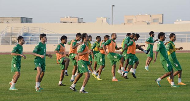 الطريق إلى خليجي 22 : بعثة الأحمر العماني تطير إلى الرياض وسط أمنيات وطموحات المنافسة على اللقب
