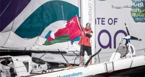"""قارب عُمان للإبحار """"مسندم"""" ينجح فى الوصول إلى خط نهاية سباق """"روت دو رم"""" المحيطي"""
