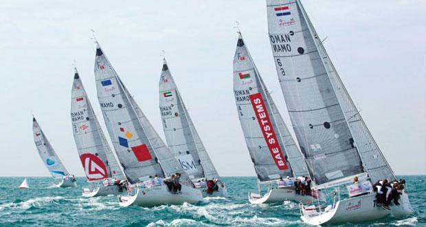 """فريق """"اوميفكو صور"""" يشارك في سباق اي اف جي الطواف العربي للإبحار الشراعي"""