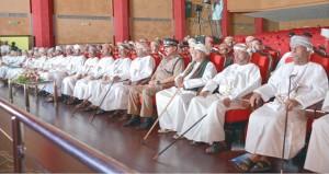 """وزير الخدمة المدنية يرعى أوبريت """"عمان والمشروع الوطني"""" بظفار"""