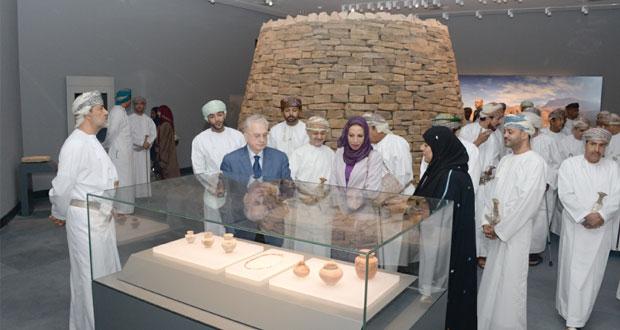 هيثم بن طارق يشهد التشغيل التجريبي للمتحف الوطني وتدشين الهوية والشعار