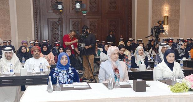 السيابية تترأس وفد السلطنة المشارك في فعاليات ملتقى المرأة العسكرية الخليجية بالمنامة