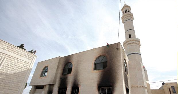 إرهابيون إسرائيليون يقتحمون (الأقصى) وميليشيا متطرفين تحرق مسجدا في الضفة