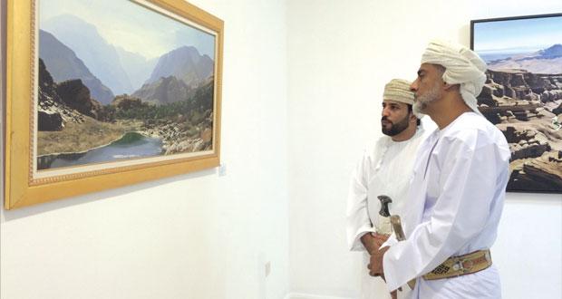 """سالم الحارثي يقيم معرضه الشخصي الأول بعنوان """"روح الطبيعة .. عمان"""""""