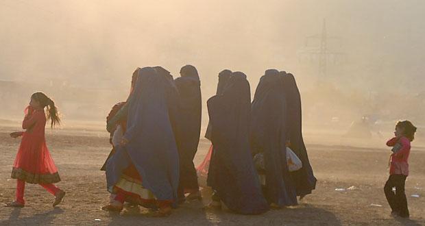 افغانستان: 50 قتيلا في انفجار ومقتل قيادي من طالبان