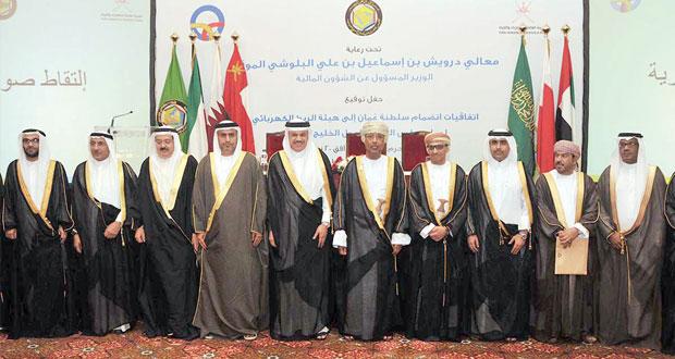 يوسف بن علوي يرعى حفل التوقيع على اتفاقية انضمام السلطنة لهيئة الربط الكهربائي لدول التعاون