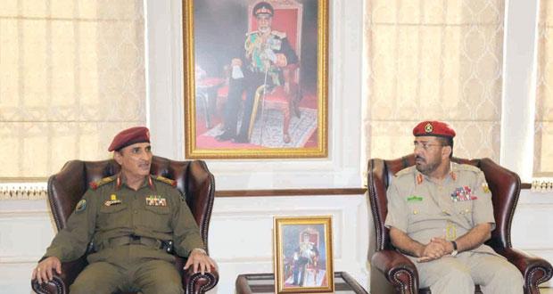 وفد الأكاديمية العسكرية باليمن يزور كليتي الدفاع الوطني والقيادة والأركان