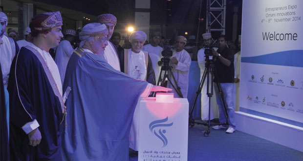 """رئيس مجلس الدولة يفتتح معرض منتجات رواد الأعمال """" إبداعات عمانية 2 """" بمشاركة أكثر من 200 مؤسسة صغيرة ومتوسطة"""