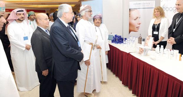 افتتاح أعمال مؤتمر مسقط الاول للأمراض الجلدية والتناسلية