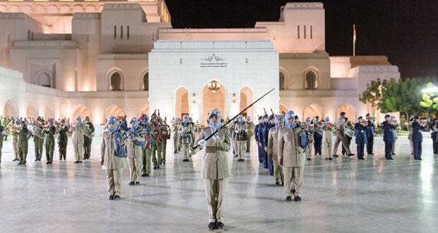 عرض خاص للموسيقى العسكرية بساحة ميدان دار الأوبرا السلطانية مسقط بمصاحبة فرق زائرة من بريطانيا و نيوزيلندا