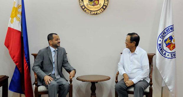 بدر بن حمد يلتقي وزير النقل والاتصالات ونائب وزير الخارجية الفلبينيين