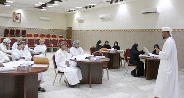 برنامج حول الإشراف على الأعمال الإنشائية للمباني وصيانتها ببلديات الداخلية