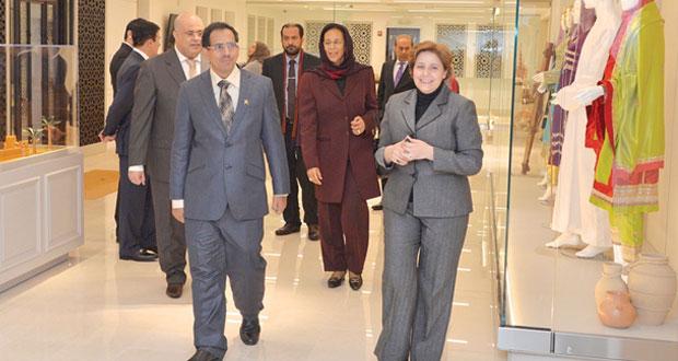 وزير الإعلام يزور مركز السلطان قابوس للثقافة وجامعتي جورج تاون وجورج واشنطن