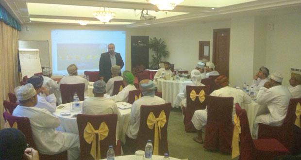بلدية مسقط تواصل تنفيذ برامج خدمة العملاء لموظفيها