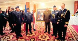 الملحقيات العسكرية العمانية بنيودلهي وباريس تحتفلان بيوم القوات المسلحة