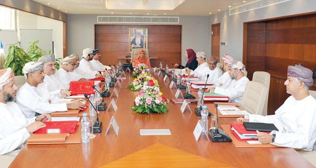 مجلس التعليم يناقش الخطة المقترحة لتوزيع البعثات الخارجية للعام الأكاديمي «2015/2016م»