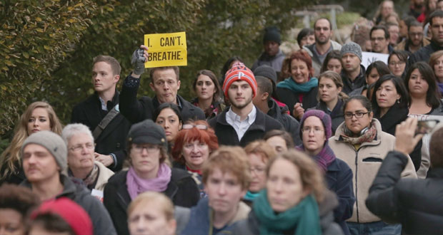 أميركا: آلاف يتظاهرون في نيويورك ضد عنف الشرطة ومخاوف من (التوتر الطائفي)