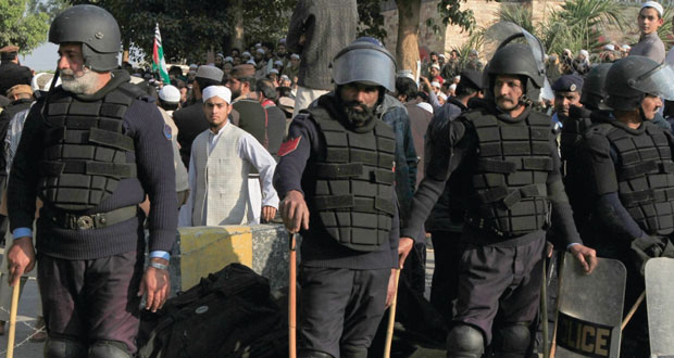 باكستان: تنفيذ الإعدام قريبا في مداني الارهاب.. واستمرار حبس مخطط هجمات بومباي