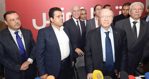 تونس : السبسي يجمع مساندات الأحزاب .. و(الشعبية) تدعو لقطع طريق منافسه