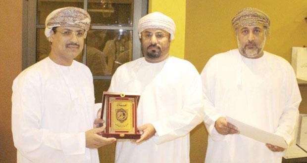 نادى صلالة يكرم اللجنة المشرفة على إعداد ملف مسابقة كأس جلالة السلطان للشباب