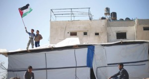 """إسرائيل تسمن استيطانها وقواتها تستهدف مسيرات الضفة بـ """"الرصاص الحي"""""""
